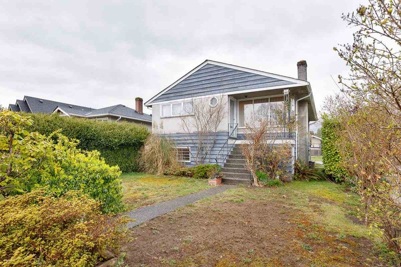 FEATURED LISTING: 314 20TH Street West North Vancouver