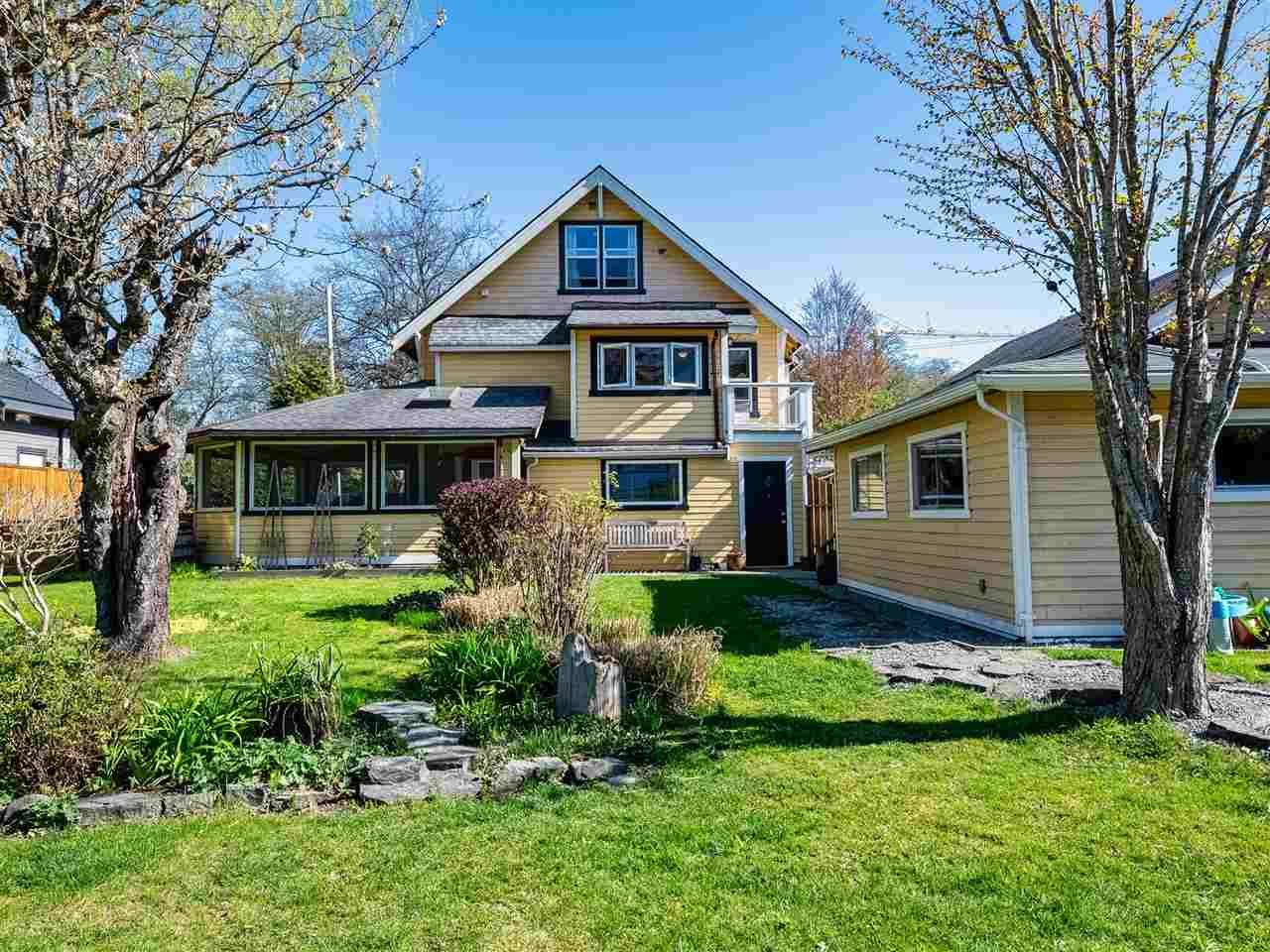 Main Photo: 1150 WILSON Crescent in Squamish: Dentville House for sale : MLS®# R2569427