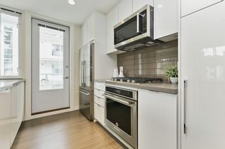 """Photo 9: 313 277 W 1 Street in North Vancouver: Lower Lonsdale Condo for sale in """"West Quay"""" : MLS®# R2252206"""