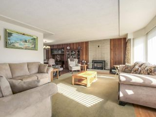 Photo 2: 6815 YEOVIL Place in Burnaby: Montecito House for sale (Burnaby North)  : MLS®# R2217977