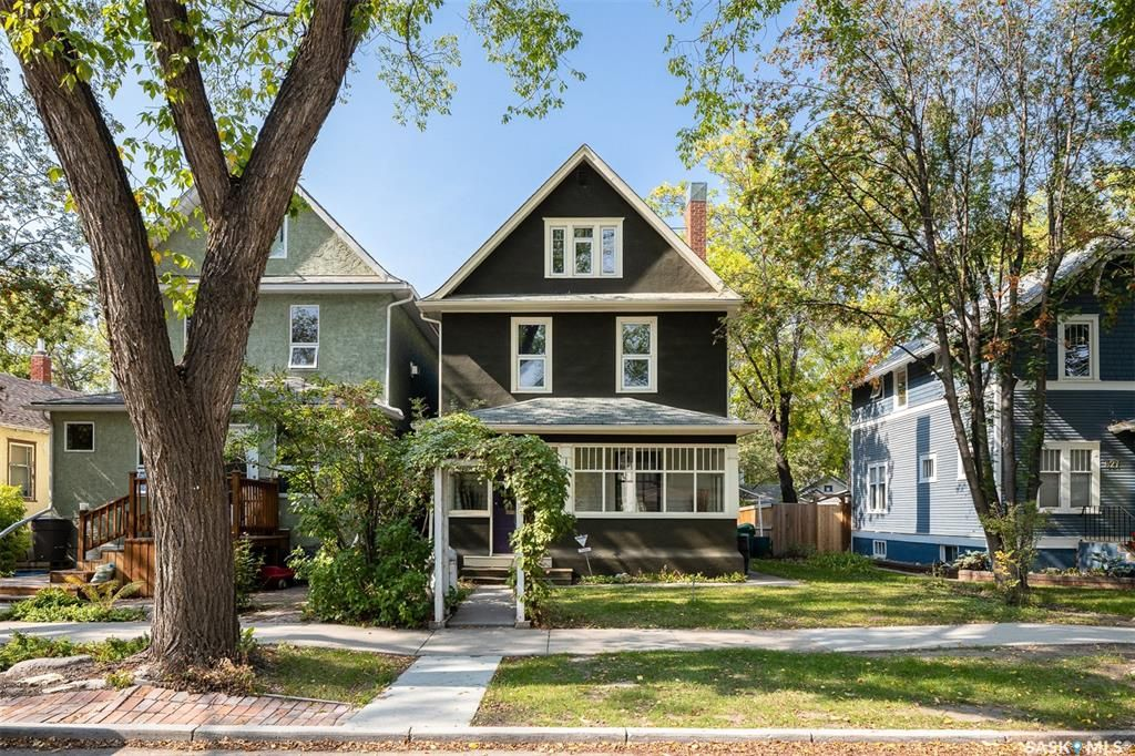 Main Photo: 823 6th Avenue North in Saskatoon: City Park Residential for sale : MLS®# SK871356