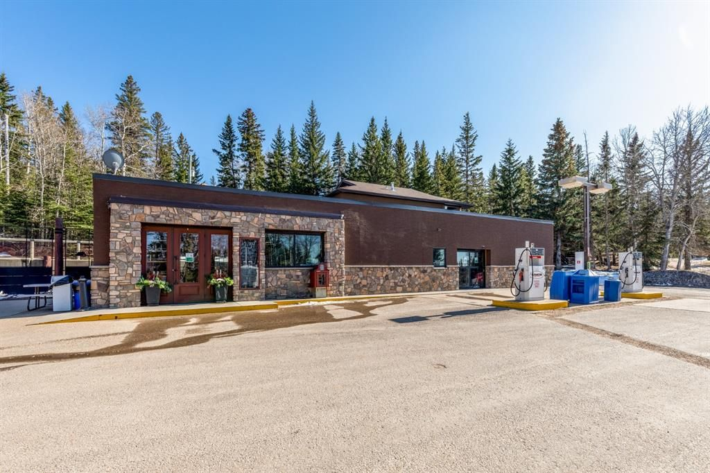 Main Photo: 301 6 Avenue: Rural Cypress County Business for sale : MLS®# A1100122
