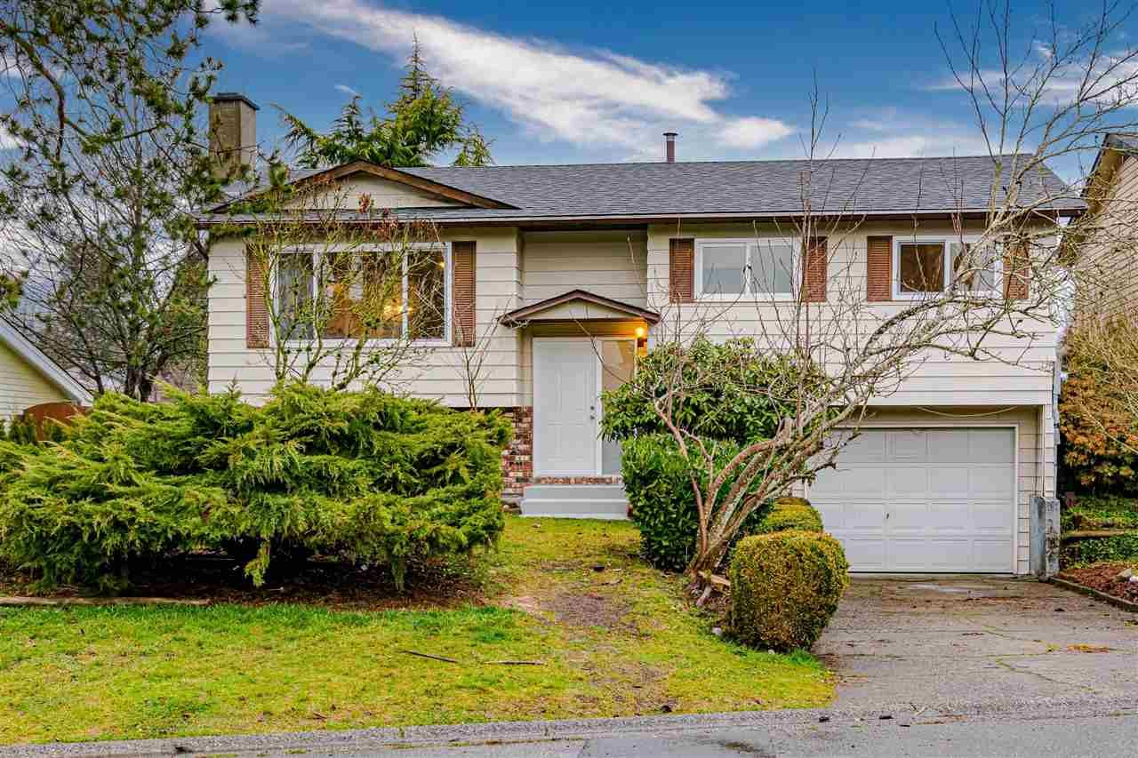 Main Photo: 27575 31B Avenue in Langley: Aldergrove Langley House for sale : MLS®# R2524331