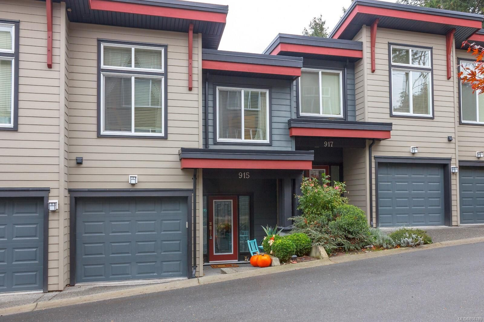 Main Photo: 915 North Hill Pl in : La Florence Lake Row/Townhouse for sale (Langford)  : MLS®# 858789