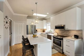 Photo 4: 22 4300 Stoneywood Lane in VICTORIA: SE Broadmead Row/Townhouse for sale (Saanich East)  : MLS®# 816982