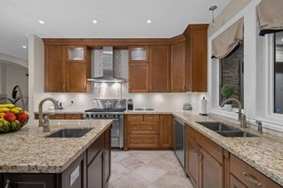 """Photo 8: 14342 SUNSET Drive: White Rock House for sale in """"White Rock Beach"""" (South Surrey White Rock)  : MLS®# R2590689"""