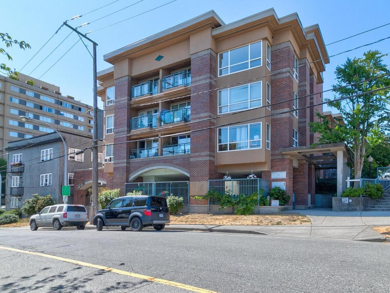Main Photo: 201 335 CARNARVON Street in New Westminster: Downtown NW Condo for sale : MLS®# R2606213
