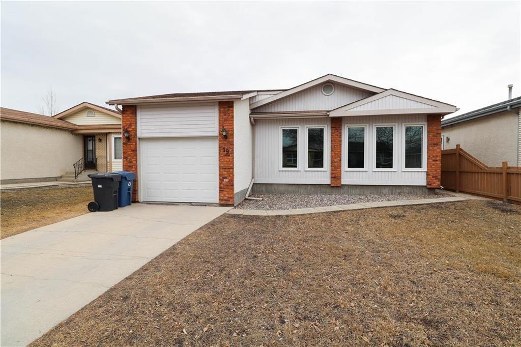 Main Photo: 19 Birchlynn Bay in Winnipeg: Garden Grove Residential for sale (4K)  : MLS®# 202106295