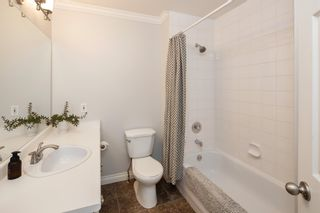 """Photo 25: 405 13900 HYLAND Road in Surrey: East Newton Townhouse for sale in """"HYLAND GROVE"""" : MLS®# R2605860"""