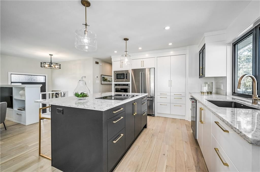 Photo 5: Photos: 5039 BULYEA Road NW in Calgary: Brentwood Detached for sale : MLS®# A1047047