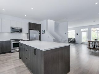 """Photo 2: 15 253 171 Street in Surrey: Pacific Douglas Townhouse for sale in """"Dawson Sawyer - On the Course"""" (South Surrey White Rock)  : MLS®# R2080159"""
