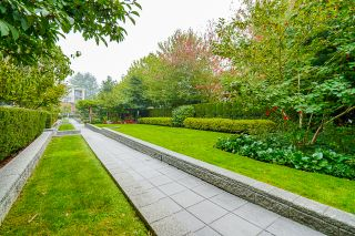 """Photo 56: 210 2940 KING GEORGE Boulevard in Surrey: King George Corridor Condo for sale in """"HIGH STREET"""" (South Surrey White Rock)  : MLS®# R2496807"""