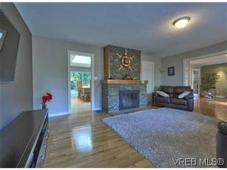 Photo 7: 2881 Phyllis Street in VICTORIA: SE Ten Mile Point Residential for sale (Saanich East)  : MLS®# 303291