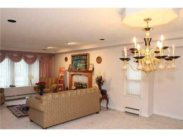 """Photo 8: Photos: 8557 11TH Avenue in Burnaby: The Crest House for sale in """"CARIBOO-CUMBERLAND"""" (Burnaby East)  : MLS®# V885657"""