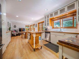 Photo 2: 7983 LOHN Road in Halfmoon Bay: Halfmn Bay Secret Cv Redroofs House for sale (Sunshine Coast)  : MLS®# R2398983