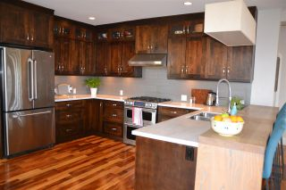 Photo 6: 402 LYON Place in North Vancouver: Central Lonsdale House for sale : MLS®# R2356670