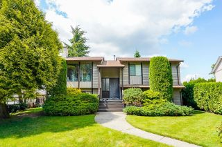 Photo 2: 6377 SUNDANCE Drive in Surrey: Cloverdale BC House for sale (Cloverdale)  : MLS®# R2593905