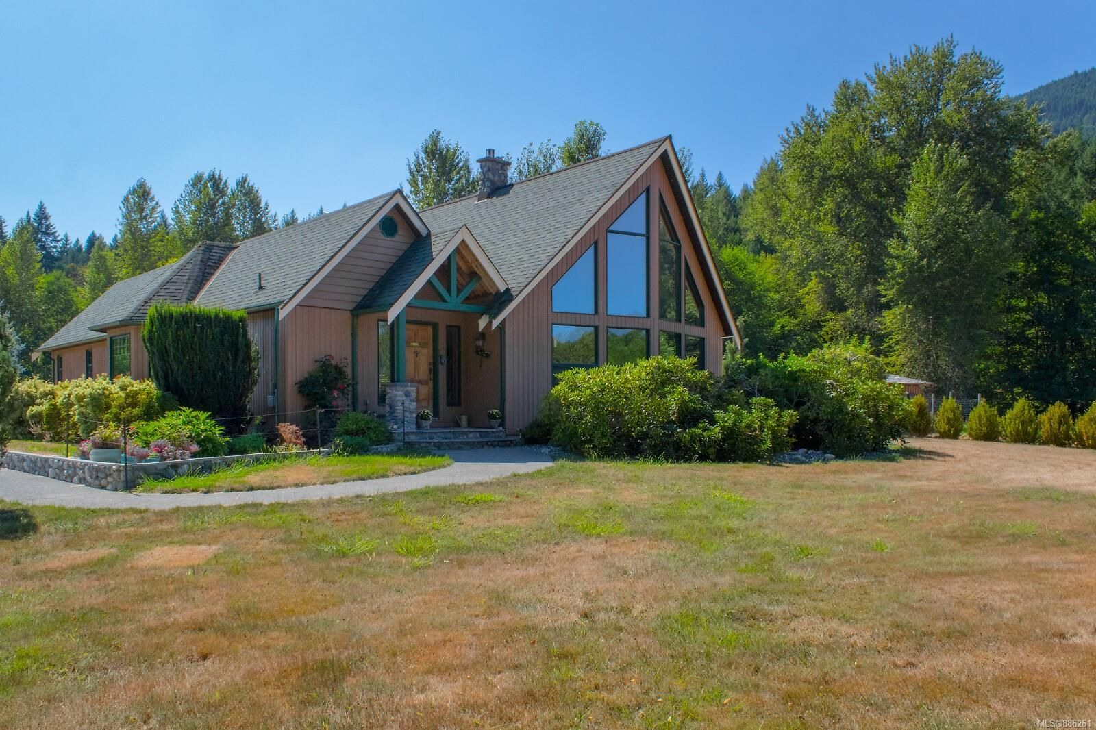 Main Photo: 3775 Mountain Rd in : ML Cobble Hill House for sale (Malahat & Area)  : MLS®# 886261