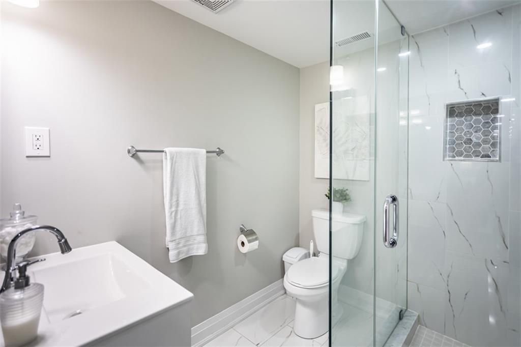 Photo 20: Photos: 2221 COURTLAND Drive in Burlington: Residential for sale : MLS®# H4084353