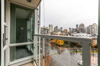"Photo 15: 1006 193 AQUARIUS Mews in Vancouver: Yaletown Condo for sale in ""MARINASIDE RESORT"" (Vancouver West)  : MLS®# R2220343"
