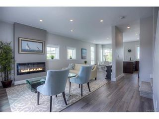 Photo 3: 110 2737 Jacklin Rd in VICTORIA: La Langford Proper Row/Townhouse for sale (Langford)  : MLS®# 748883