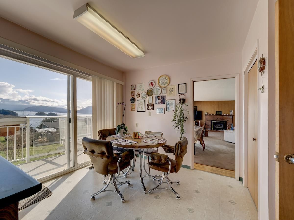 Photo 17: Photos: 1536 THOMPSON Road in Gibsons: Gibsons & Area House for sale (Sunshine Coast)  : MLS®# R2597890