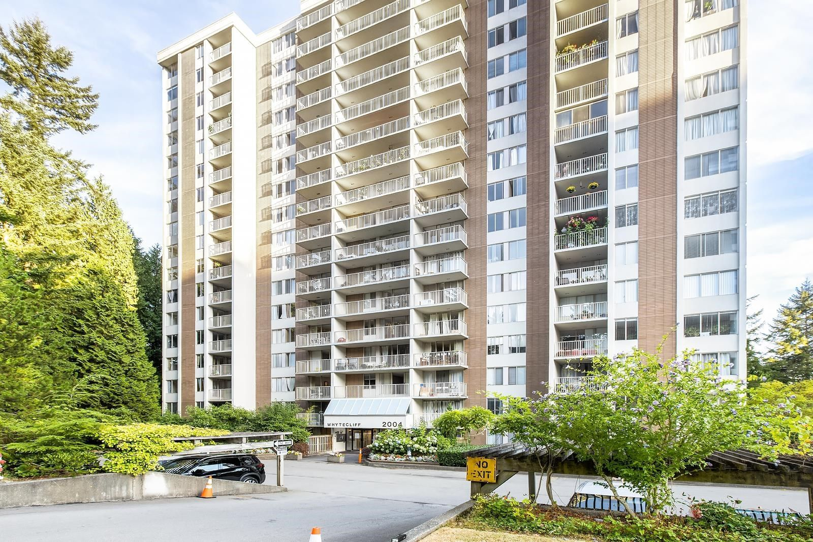 """Main Photo: 503 2004 FULLERTON Avenue in North Vancouver: Pemberton NV Condo for sale in """"Woodcroft"""" : MLS®# R2609734"""