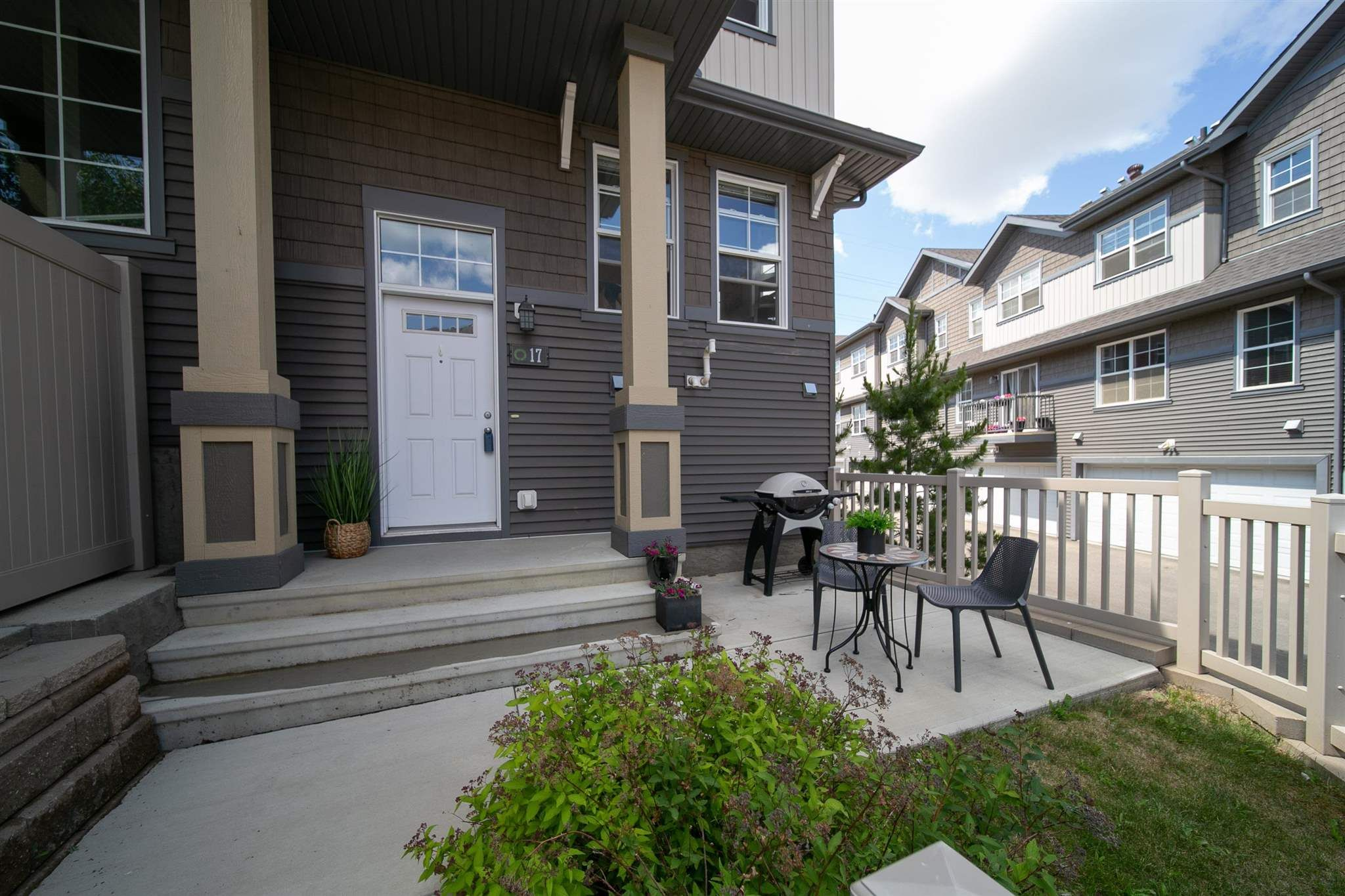 Main Photo: 17 4029 ORCHARDS Drive in Edmonton: Zone 53 Townhouse for sale : MLS®# E4251652