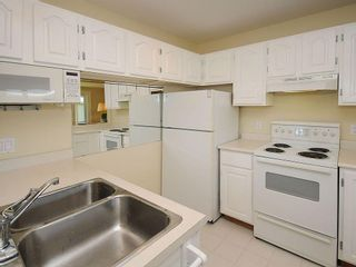 Photo 10: 1392 Rockland Ave in Victoria: Residential for sale (203)  : MLS®# 283459