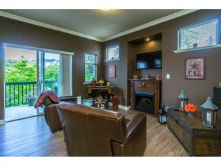 """Photo 5: 1 19932 70 Avenue in Langley: Willoughby Heights Townhouse for sale in """"SUMMERWOOD"""" : MLS®# R2162359"""