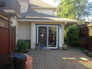 Photo 2: 32 108 Aldersmith Pl in VICTORIA: VR Glentana Row/Townhouse for sale (View Royal)  : MLS®# 686482