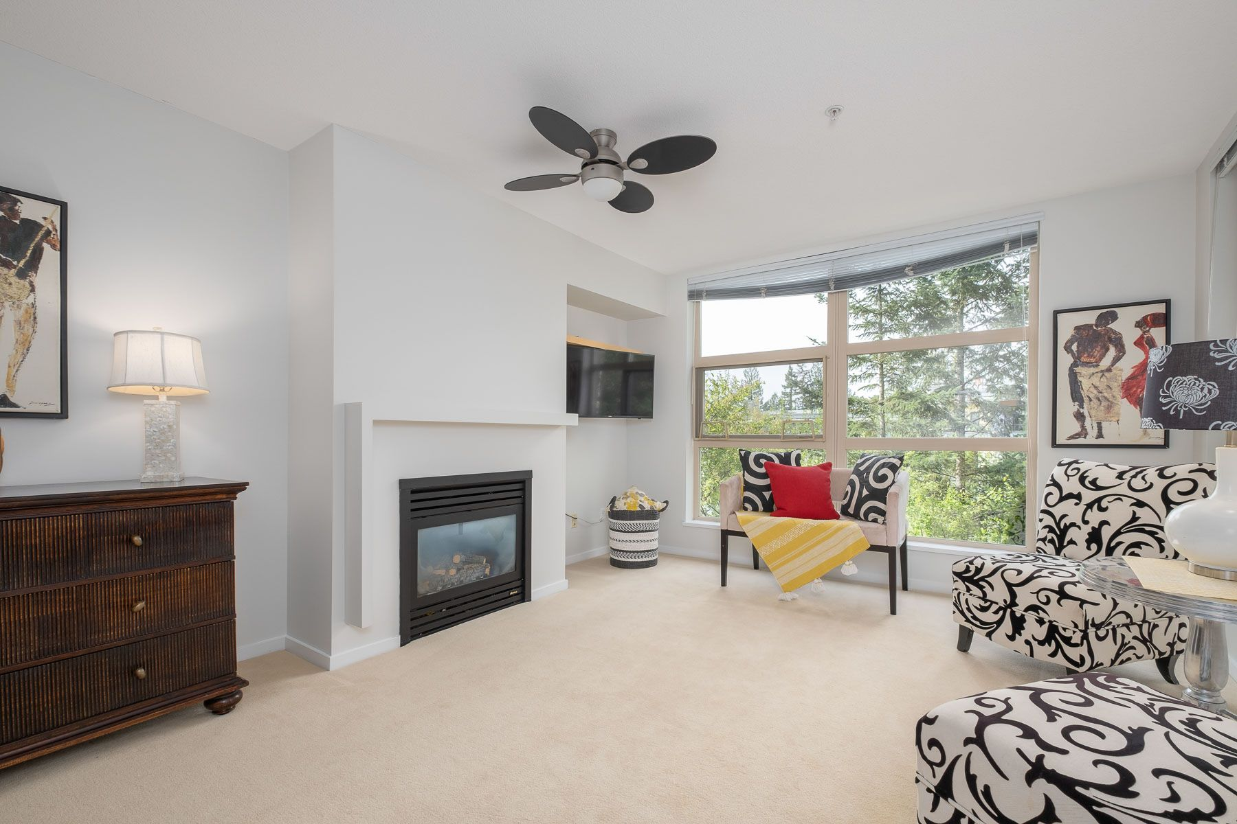 """Photo 4: Photos: 404 9339 UNIVERSITY Crescent in Burnaby: Simon Fraser Univer. Condo for sale in """"HARMONY AT THE HIGHLANDS"""" (Burnaby North)  : MLS®# R2578073"""