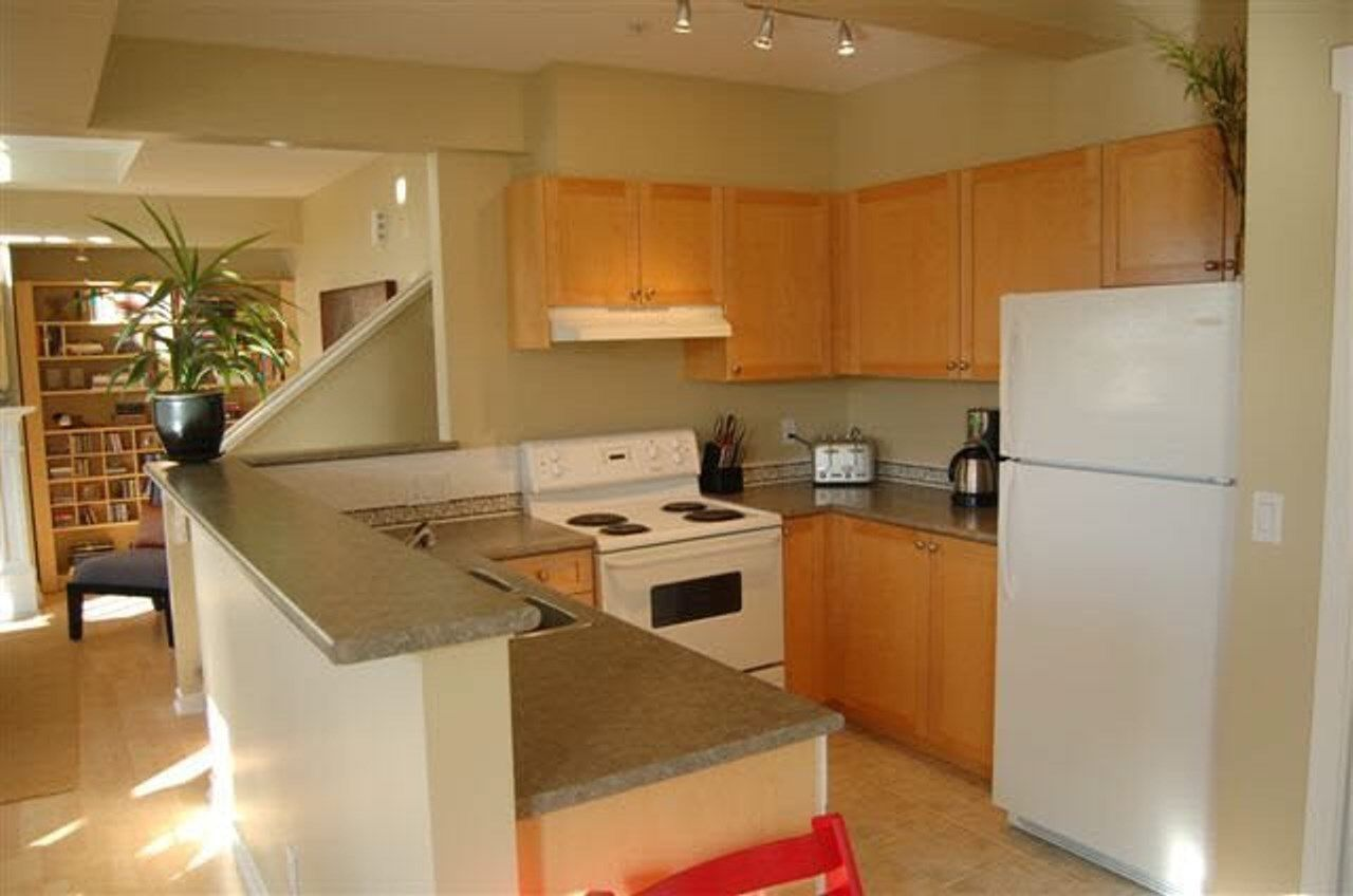 Photo 4: Photos: 1807 NAPIER Street in Vancouver: Grandview Woodland Condo for sale (Vancouver East)  : MLS®# R2443226