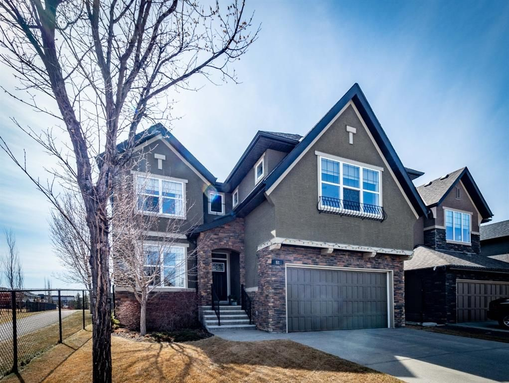 Main Photo: 82 QUARRY Way SE in Calgary: Douglasdale/Glen Detached for sale : MLS®# A1095006