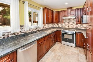 Photo 2: 618 Fernhill Pl in : Es Saxe Point House for sale (Esquimalt)  : MLS®# 845631
