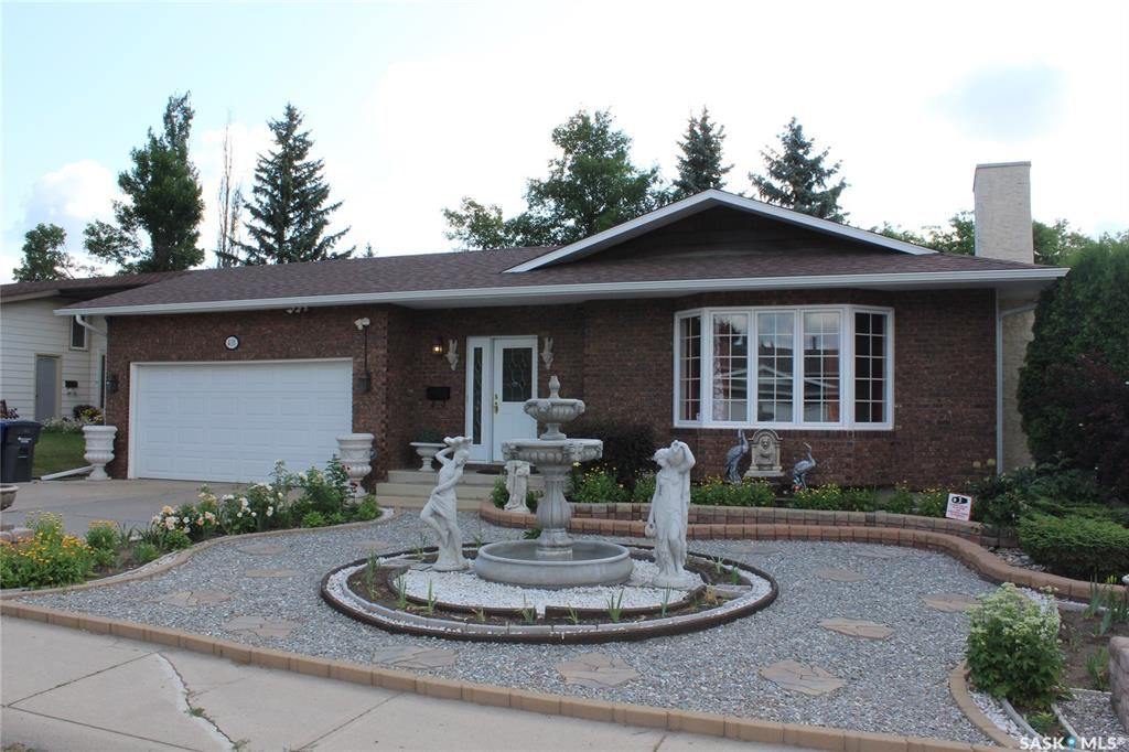 Main Photo: 410 Ball Way in Saskatoon: Silverwood Heights Residential for sale : MLS®# SK862758