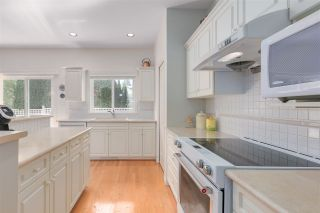 """Photo 10: 11 1881 144 Street in Surrey: Sunnyside Park Surrey Townhouse for sale in """"Brambley Hedge"""" (South Surrey White Rock)  : MLS®# R2480598"""