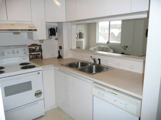 Photo 5: 304 1928 East 11th Ave in Vancouver: Home for sale : MLS®# V693739