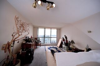 """Photo 3: 1808 145 ST. GEORGES Avenue in North Vancouver: Lower Lonsdale Condo for sale in """"Talisman Towers"""" : MLS®# R2403974"""