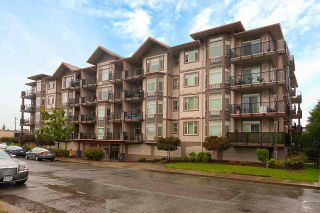 """Photo 1: 402 46021 SECOND Avenue in Chilliwack: Chilliwack E Young-Yale Condo for sale in """"THE CHARLESTON"""" : MLS®# R2406123"""