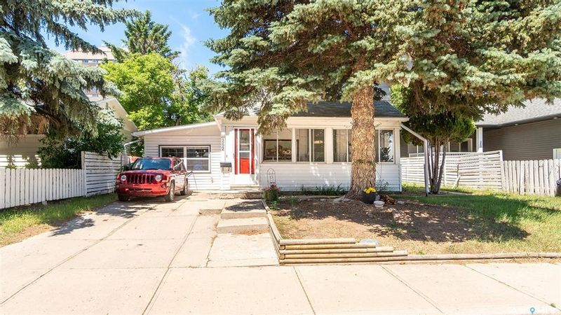 FEATURED LISTING: 252 River Street East Moose Jaw