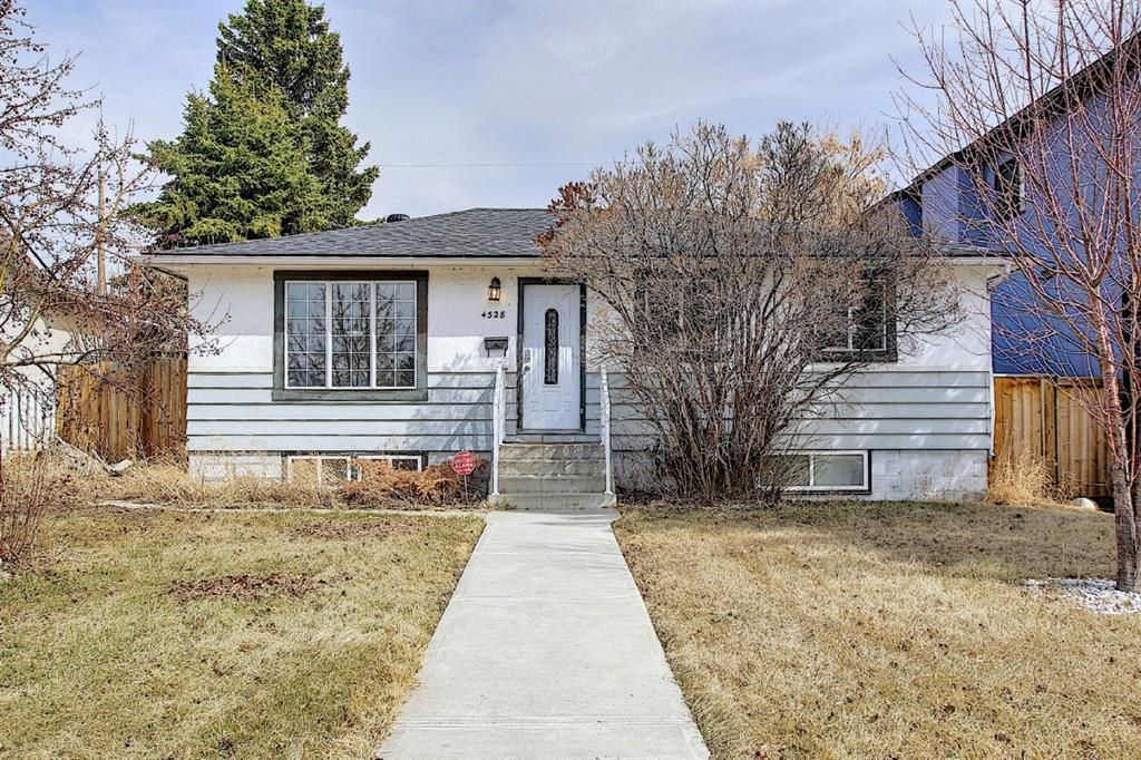 Main Photo: 4328 70 Street NW in Calgary: Bowness Detached for sale : MLS®# A1093003