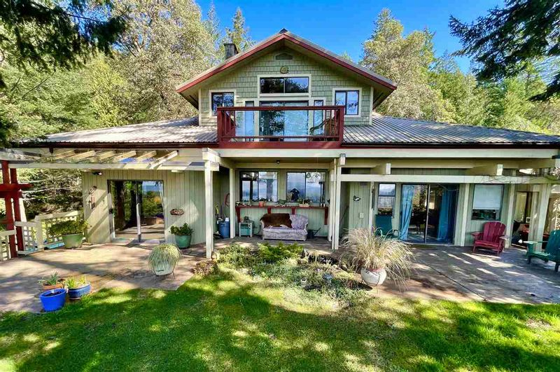 FEATURED LISTING: 256 EAST POINT Road Saturna Island