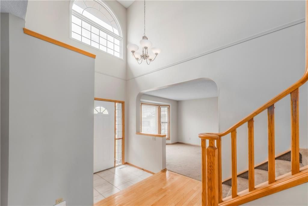 Photo 6: Photos: 2603 SIGNAL RIDGE View SW in Calgary: Signal Hill House for sale : MLS®# C4177922