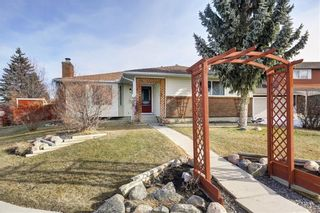 Photo 1: 304 QUEEN ANNE Way SE in Calgary: Queensland House for sale : MLS®# C4178496