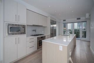 """Photo 15: 1 593 W KING EDWARD Avenue in Vancouver: Cambie Townhouse for sale in """"KING EDWARD GREEN"""" (Vancouver West)  : MLS®# R2539639"""