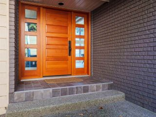 "Photo 14: 7101 DALE Road in Sechelt: Sechelt District House for sale in ""Caleda Estates"" (Sunshine Coast)  : MLS®# R2515160"
