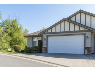"""Photo 3: 127 8590 SUNRISE Drive in Chilliwack: Chilliwack Mountain Townhouse for sale in """"Maple Hills"""" : MLS®# R2571129"""