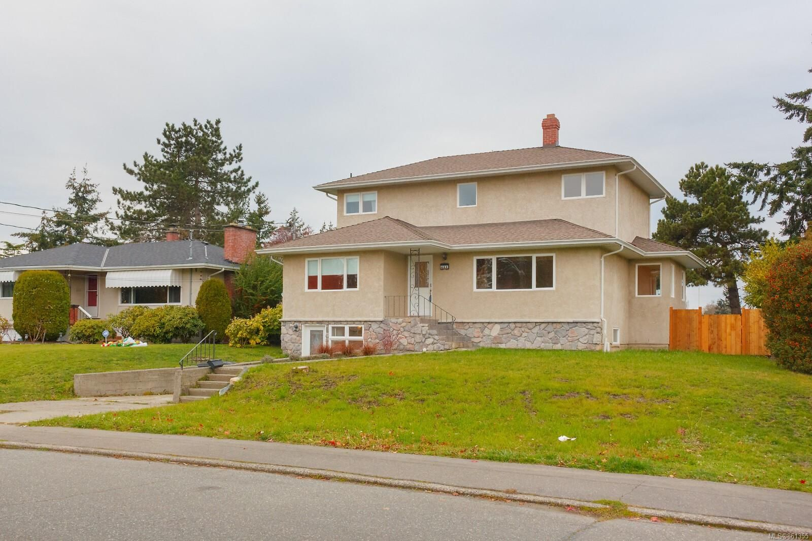Main Photo: 644 Baxter Ave in : SW Glanford House for sale (Saanich West)  : MLS®# 861355