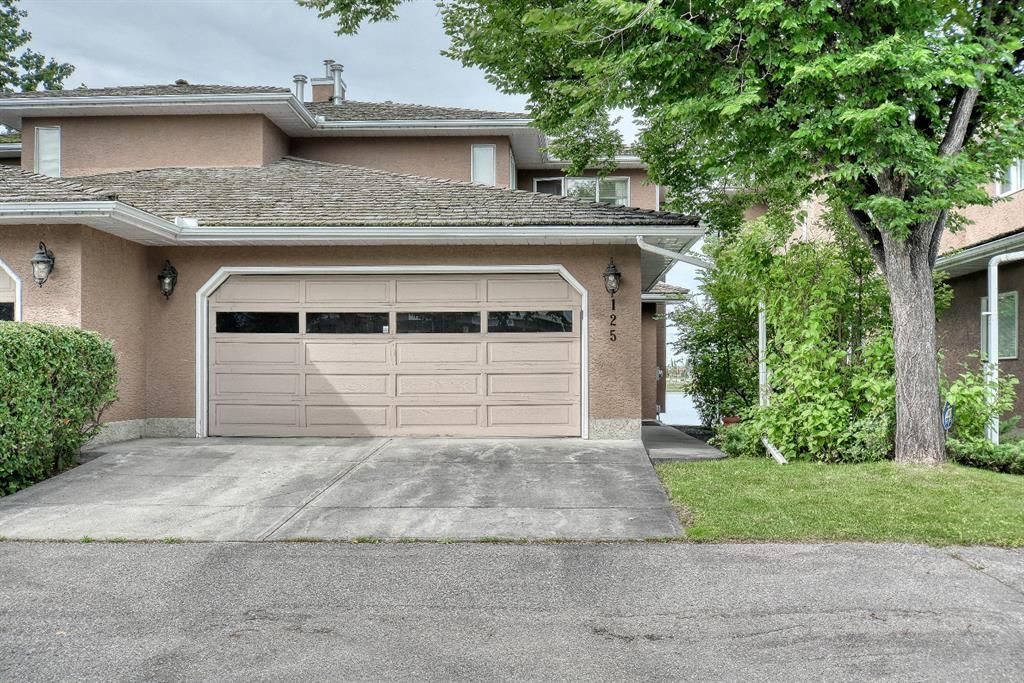Gorgeous lakefront property offers a fully developed walk out basement!